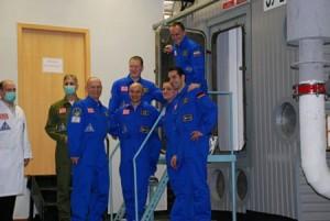 Posada ekspedicije MARS 105 prije ulaska u model svemirskog broda