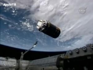 """HTV neposredno prije nego je """"uhvaćen"""" robot-rukom s ISSa"""