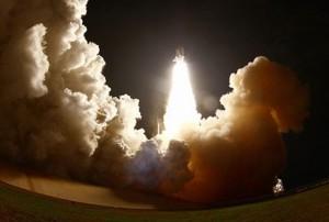 Raketoplan Endeavour nekoliko sekundi nakon lansiranja s Floride